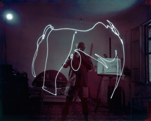 Light Drawings — photographs of Pablo Picasso by Gjon Mili 02