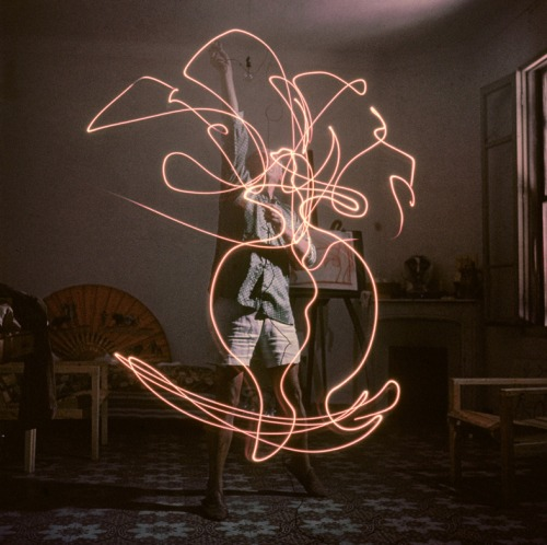 Light Drawings — photographs of Pablo Picasso by Gjon Mili 04